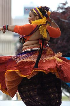 CrystalZ of Tamarind Tribal. (plus size belly dance ♥)