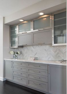 Awesome 75 Gray Farmhouse Kitchen Cabinet Makeover Ideas https://insidecorate.com/75-gray-farmhouse-kitchen-cabinet-makeover-ideas/