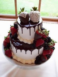 minus the tux&dress detail on the strawberries, this will be my someday cake