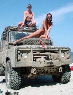 Hot babes are waiting for you in the back seat. Landrover Defender, Land Rover Defender 110, Land Girls, Trucks And Girls, Best 4x4, Offroader, Cars Land, Expedition Vehicle, Range Rover