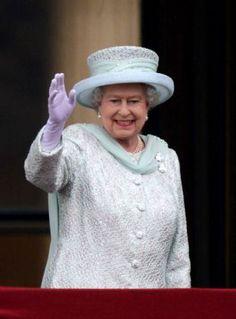 Queen Elizabeth, June 2012 in Angela Kelly Queen Hat, Queen Dress, Queen And Prince Phillip, Prince Philip, Isabel Ii, Her Majesty The Queen, Queen Elizabeth Ii, British Style, Queen Elizabeth