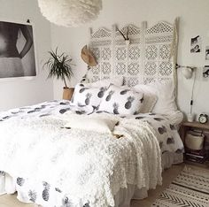 I want the room devider/ headboard! Dream Rooms, Dream Bedroom, Home Bedroom, Bedroom Furniture, Bedroom Decor, Bedrooms, My New Room, My Room, Pineapple Room