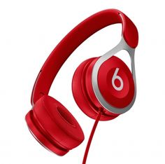 Beats EP rood  SHOP ONLINE: http://www.purelifestyle.be/shop/view/sports-fashion/beats-by-dr-dr233-around-on-ear/beats-ep-rood