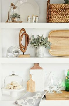 holiday-open-shelving-nutcrackers-mixed-metals