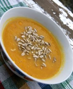 Zupa przeciwzapalna z marchewki i imbiru