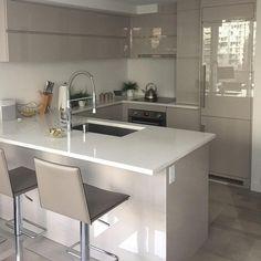 Enticing Small kitchen cabinets for storage tricks,Kitchen design layout lowes tricks and Small kitchen remodel modern. Farmhouse Style Kitchen, Home Decor Kitchen, Home Kitchens, Kitchen Ideas, Diy Kitchen, Awesome Kitchen, Kitchen Hacks, Modern Farmhouse, Colonial Kitchen