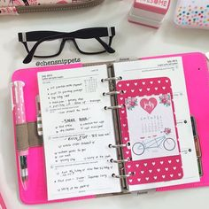 Midweek. Most of the time I like simplicity, no decoration. Sometimes decoration overwhelms me. I also came to find out that I only like to write in black ink, in nursing school  in my school, instructors only allow black ink. #filofax