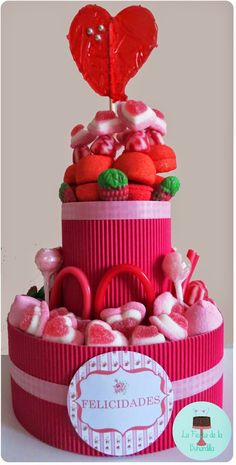 tartas de chuches Candy Bouqet, Marshmallow Cake, Brownie Pops, Wedding Cake Red, Candy Art, Sweet Box, Candy Cakes, Chocolate Covered Pretzels, Circus Birthday