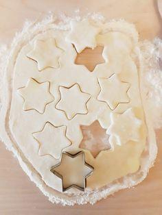 CIASTKA SEROWE Z 3 SKŁADNIKÓW – Zasmakuj Kuchni Cookie Cutters, Cake Recipes, Biscuits, Pie, Cupcakes, Sweets, Cookies, Desserts, Christmas