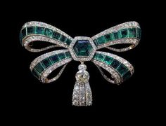 Portuguese crown jewels: Emerald and diamond devant de corsage.