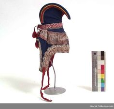 Nordic Sami hat from Finnmark in Norway. Norway People, Folk Clothing, Lappland, Folk Costume, Samara, Traditional Outfits, Archaeology, Finland, Fiber Art