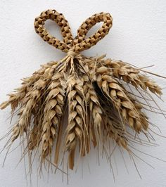 bouquets de moisson Straw Weaving, Weaving Art, Loom Weaving, Korn, Corn Dolly, Straw Art, Montessori Art, Weaving Designs, Crafts To Make And Sell