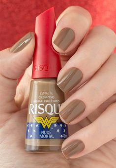 Risqué Mulher-Maravilha   Swatches! Wonder woman mail polish!