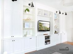 Check out this remodel using our Shaker cabinet doors ⭐ Built-ins in family room - Family Room Built-in - Fast Cabinet Doors Living Room Built In Cabinets, Built In Tv Cabinet, Wall Storage Cabinets, Tv Built In, Living Room Built Ins, Living Room Wall Units, Home Living Room, Built In Tv Wall Unit, Armoires Shaker