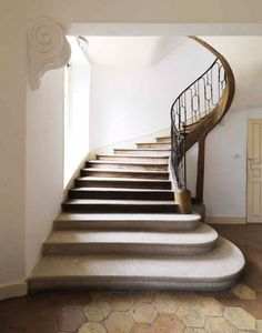 Limestone stairs, simple thin iron railing, wood closed stringer, walnut treads and risers elegant, organic staircase. L'HOTEL DES TAILLES. image by nicolas buisson Interior Stairs, Home Interior, Interior And Exterior, Home Design, Architecture Details, Interior Architecture, Entry Stairs, Stair Railing, Railings