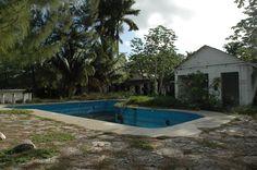 Abandoned resort in Cozumel pzXLin3.jpg (2376×1580)