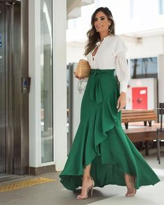 32 Street Style Looks Glam Dresses, Elegant Dresses, Casual Dresses, Fashion Dresses, Amazing Dresses, Fashion Bags, Mode Outfits, Skirt Outfits, Dress Skirt