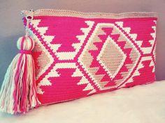 Bolso de mano en crochet de estilo wayuu by VientosurSantander