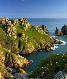 Guernesey, îles anglo-normandes, Manche. Découvrez les îles #anglo-normandes pour les ponts de Mai ! Plus d'informations sur ces îles sur : http://www.partirdemain.com/blog/ile-anglo-normande-jersey.htm