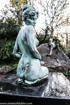 The Oscar Wilde Memorial In Merrion Square (Dublin) by infomatique Singapore Art, Oscar Wilde, Sculpture Art, Stone Sculpture, Public Art, Art Drawings, Drawing Faces, Creative Art, Celtic