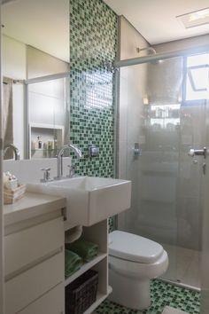Apartamento 62   A base neutra da cor cinza permitiu o contraste com a pastilha verde, da colormix,