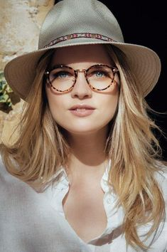 women glasses face shapes 704320829211673261 - Low Cost glasses: 3 tested brands including an alternative …- Lunettes Low Cost : 3 enseignes testées dont une alternative ! Low Cost Glasses: 3 tested brands including an alternative! Specs For Men, Mens Designer Glasses Frames, Eyeglasses For Women, Sunglasses Women, Glasses For Round Faces, Glasses Trends, Cute Glasses, Girl Glasses, Glasses Style