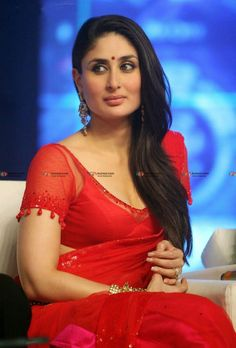 High Quality Bollywood Celebrity Pictures: Kareena Kapoor Super Sexy Skin Show In Red Saree At Film 'Ra.One' Music Launch Event In Mumbai Kareena Kapoor Saree, Kareena Kapoor Photos, Priyanka Chopra, Deepika Padukone, Bollywood Actress Hot, Bollywood Saree, Bollywood Fashion, Red Saree, Indian Bollywood