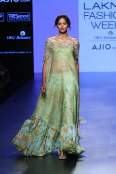 Anushree Reddy Summer Collection At Lakme Fashion Week Summer/Resort 2017 - PK Vogue Vogue Fashion, India Fashion, Ethnic Fashion, Asian Fashion, Fashion Show, Fashion Outfits, Fashion Design, High Fashion, Indian Wedding Outfits