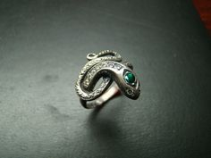 Elegant Sterling Silver snake ring with emerald and by Xidni