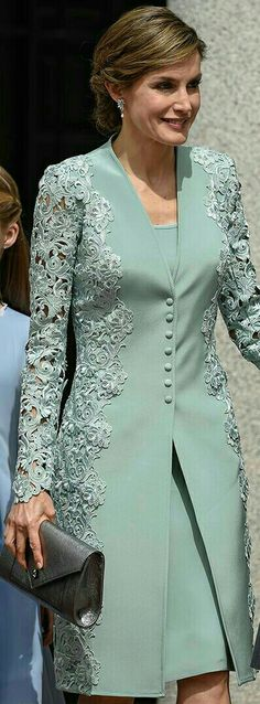 "Queen Letizia - mint green embroidered lace coat and dress by Felipe Varela - pewter Felipe Varela clutch - Magrit 'Barbara' clutch ""Mother of bride outfit Trendy Dresses, Elegant Dresses, Formal Dresses, Bride Dresses, Hijab Fashion, Fashion Dresses, Dress Brokat, Lace Dress, Dress Up"