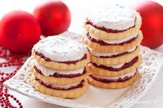 Zdecydowanie najlepsze ciasteczka jakie znam - kruchy spód, dżem malinowy i beza orzechowa