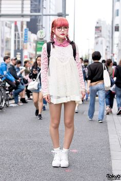 18-year-old Hinako on the street in Harajuku wearing a lace top over checkered GU shirt, denim shorts, and TOPIC high tops.