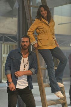 Can Yaman and Demet Ozdemir, Turkish Men, Turkish Fashion, Turkish Actors, Fashion Tv, Look Fashion, Fashion Outfits, Perfect Sisters, Beautiful Men Faces, Foto Pose