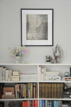 lovely bookshelf set up.