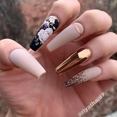 The trend of chrome nails can not be ignored. Many women choose the art design of chrome nails nowadays. The fashion trend of nail design is always changing. In order to keep fashion, you might as well try chrome nail art design. Glam Nails, Dope Nails, My Nails, Beige Nails, Stiletto Nails, Matte Nails, Acrylic Nails Glitter, Bronze Nails, Faded Nails