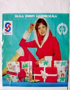 A Skála szatyrok voltak a legszebbek. szép színes fotókkal, Karácsonykor Mikulásnak öltözött Skála lányokkal. 80s Design, Lany, Illustrations And Posters, Hungary, Budapest, Retro Vintage, Childhood, History, Children