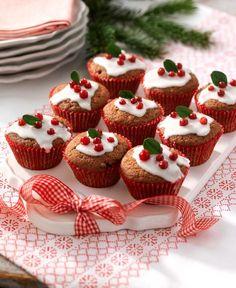 Muffins med pepparkakssmak är gott att servera till glögg.