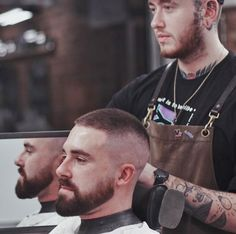 Short Beard, Short Hair Cuts, Short Hair Styles, Barber Man, Hair Barber, Skin Head, Short Blonde Haircuts, Haircuts For Men, Style Hommes Chauves