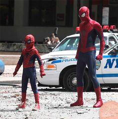 Spiderman y su doble para escenas peligrosas durante el rodaje de THE AMAZING SPIDERMAN 2.