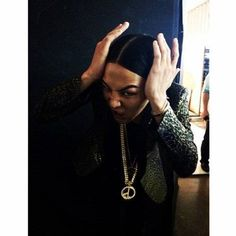 G-Dragon shows off his perfectly split hair with a humorous expression | http://www.allkpop.com/article/2014/07/g-dragon-shows-off-his-perfectly-split-hair-with-a-humorous-expression