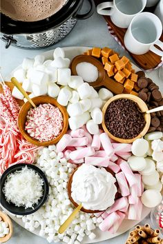 This Hot Chocolate Dessert Charcuterie Board is just beautiful and sure to be a hit at your next party! Piled high with soft marshmallows and loaded with yummy hot chocolate toppings, everyone will have a Hot Chocolate Toppings, Hot Chocolate Party, Christmas Hot Chocolate, Hot Chocolate Recipes, Chocolate Desserts, Hot Chocolate And Marshmallows, Hit Chocolate Bar, Charcuterie Recipes, Charcuterie Board