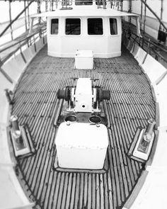 Next process with rubber in #yate #barco #boat #igersbalears #igersmallorca #igers #megayacht #superyacht #yachtmanagement #nosencantamojarnos #passioperlamar #teaktock #palmayachteye http://Teaktock.es http://ift.tt/2dBvhK8