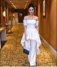 It seems like every other day, there is something in the news about Heart Evangelista. Nowadays, the actress introduces herself more to the media as Love Marie, her birth name, given her…View Post Chic Black Outfits, All White Party Outfits, Semi Formal Outfits, Modern Outfits, Classy Outfits, Formal Wear, Formal Dresses, Heart Evangelista Style, Modern Filipiniana Gown