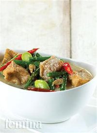 Femina.co.id: SAYUR LODEH TAHU CABAI #resep Spicy Recipes, Asian Recipes, Cooking Recipes, Healthy Recipes, Healthy Food, Indonesian Cuisine, Indonesian Recipes, Malaysian Cuisine, Malay Food