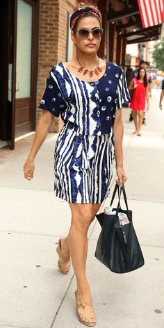 Eva Mendes blue printed dress
