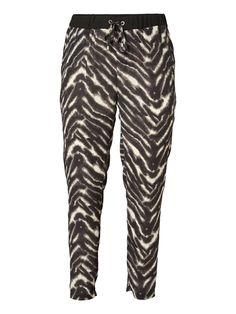 Plus size trousers from JUNAROSE #junarose #plussize #trousers #backtoreality