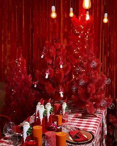 """Michell Lott no Instagram: """"Um feliz Natal vermelho para todo mundo! A decoração que fiz em parceria com a @zodiobrasil tem clima glamouroso e retrô, como a Hollywood…"""""""