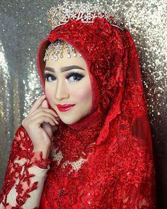 SEMARANG, Hari Ini!! 05 April 2017 Makeup Class Precious Event Planner with @khadijahazzahra_makeup  Kebaya, Hijab & Aksesories : @wongjowokebaya  Model : @sabilaaltan  #makeup #mua #muabali #makeupclass #beautyclass #muapalembang #muamakassar #muabandung #mualampung #muajambi #muamedan #muamanado #muakendari #muabanjarmasin #muamalang #muasurabaya #muakendari #muajohor #muajohorbahru #muasingapore #muakualalumpur #muasemarang #muapekanbaru #muadenpasar #muapontianak #muasolo #muayogyakarta… Muslimah Wedding Dress, Hijab Bride, Wedding Hijab, Bridal Hijab Styles, Wedding Styles, Beautiful Muslim Women, Beautiful Hijab, Turban Hijab, Muslim Beauty