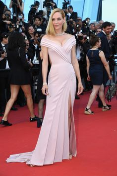 Uma Thurman in Atelier Versace at the Ismael's Ghosts premiere and Opening Ceremony, Cannes 2017
