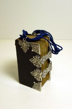Staphorster bijbel Netherlands Country, Old Books, Dutch, Decorative Boxes, Traditional, Antiques, Bookstores, Silver, Birth